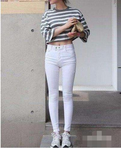 白色修身裤紧身裤:给你女神气质都是不一样的存在
