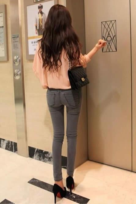 紧身牛仔裤美搭:女人这样穿搭2018年更流行(图)