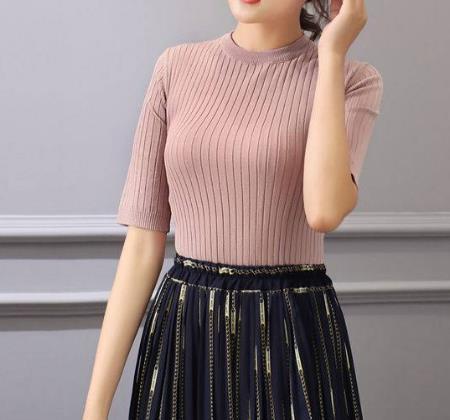2018秋季流行的女T恤:女人诱人气质有范儿