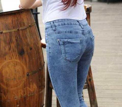 牛仔裤怎么洗不掉色:不掉色单品牛仔裤的洗护技巧