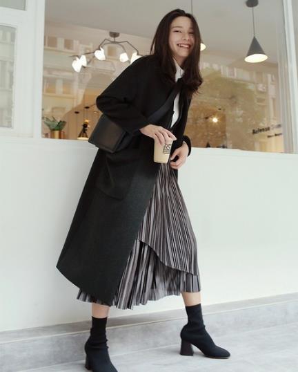 针织连衣裙如何搭配显气质:气质连衣裙搭配推荐