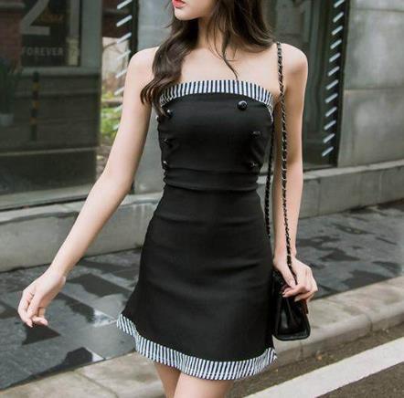 抹胸包臀裙迷人的锁骨露出来:极致的女人味儿