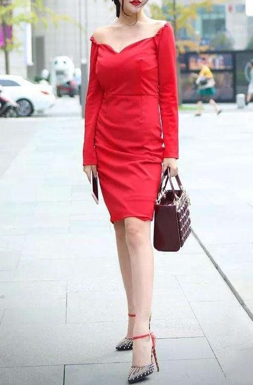 包臀裙才能体现出女人味的美:柔弱文雅还唯美