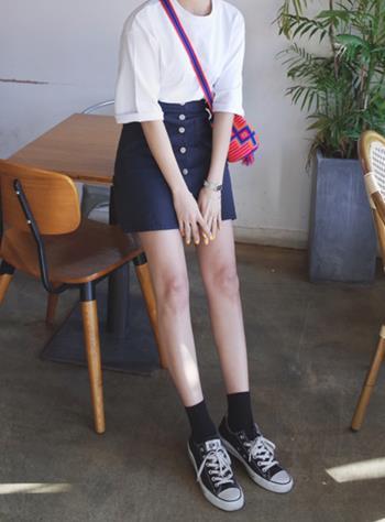 牛仔半身裙搭配鞋子:推荐牛仔裙搭配鞋子的时尚穿搭
