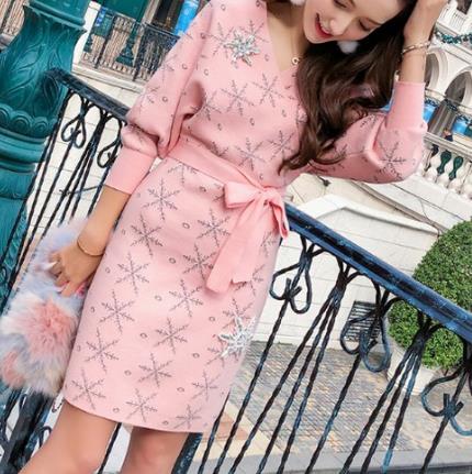 春季穿搭一条高端的裙子:凸后翘的诱惑力女人味十足