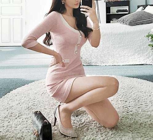 紧身包臀裙穿搭凸显唯美女人味:减龄甜美的气质