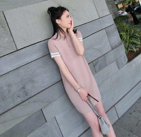 充满浪漫气氛的连衣裙:流出性感曲线和清凉气息