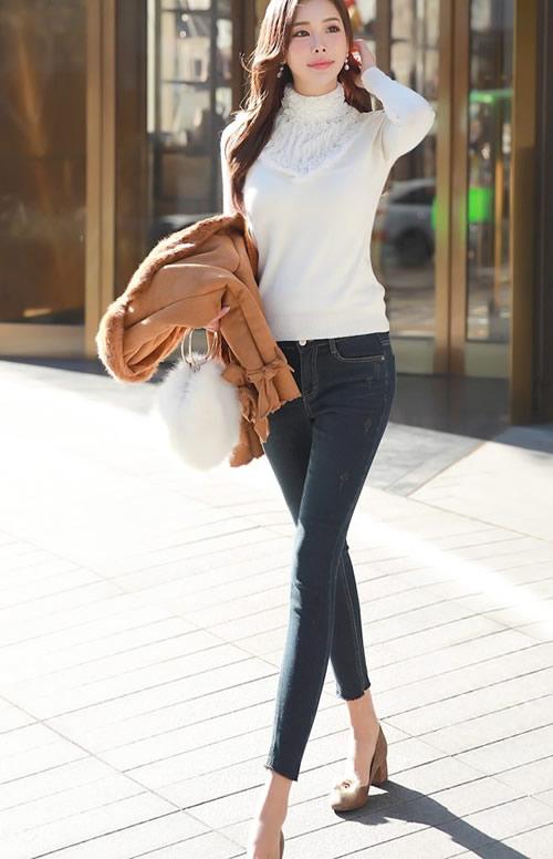 靓丽时尚的牛仔裤美女:穿在美女身上让人羡慕