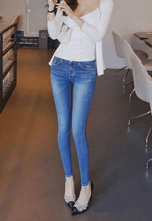优雅紧身裤风格简单,搭配穿出女人味十足