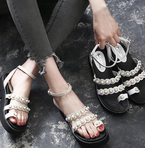 舒适有个性的罗马凉鞋才是今年的时尚潮流(图)