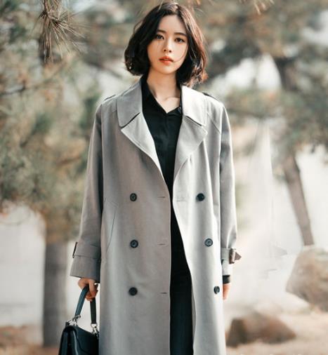 玩转初春穿搭 彰显复古感的灰色西装搭配示范