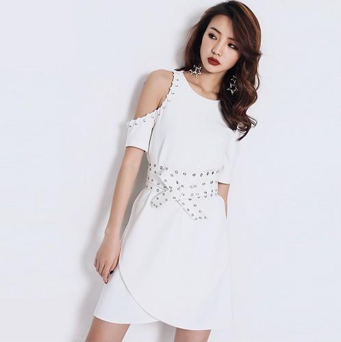 露肩蕾丝连衣裙让夏日美丽妖娆仪态万方(图)