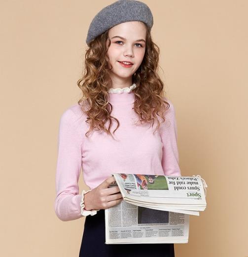 蕾丝针织衫搭配牛仔裤:甜美又不失优雅(图)