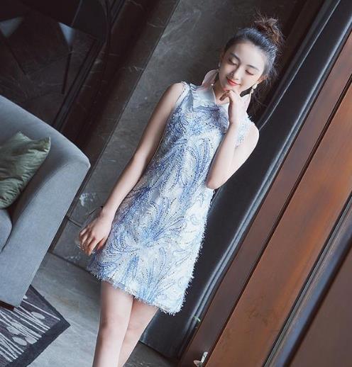 超有女人味的蕾丝连衣裙 凸显性感小蛮腰(图)