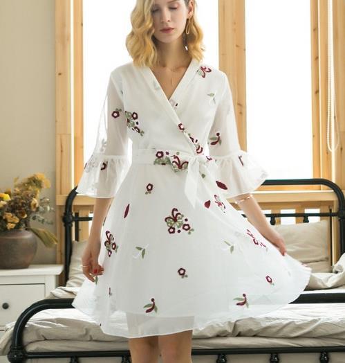 裙中一霸 显瘦变高优雅性感就是条纹连衣裙