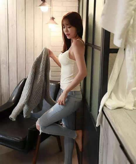 迷人紧身裤精致穿搭:穿紧身裤图片显高又有女人味