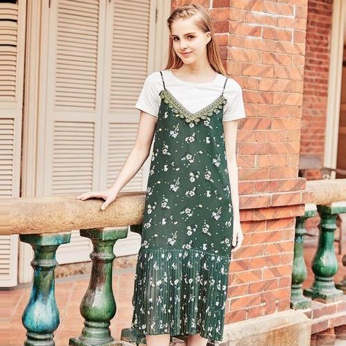 今夏流行怎么穿 两件套连衣裙最懂(图)