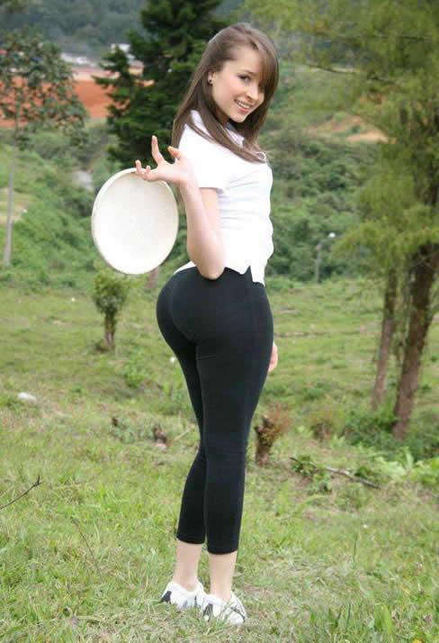 精致紧身裤显瘦不尴尬:女神范打扮更显美腿(图)
