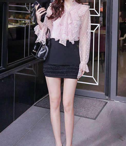 包臀裙搭配黑丝袜:女人有韵味显风情