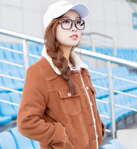 时尚达人都爱穿羊羔绒外套:时髦有范儿