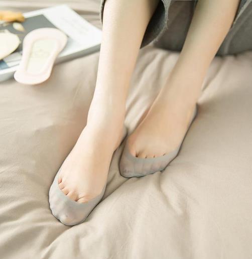 想穿高跟鞋又怕磨脚 你需要这样的冰丝船袜(图)