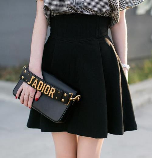 优雅气质半身裙怎么搭配上衣才能美出新高度