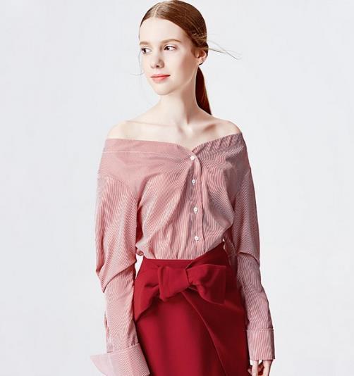 V领灯笼袖衬衫的搭配让你玩转早春时尚(图)