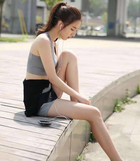 女神穿搭紧身裤丰富耐看:小巧纤细之美增添活力