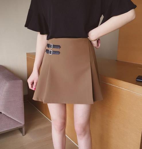 小个子女生必备短款半身裙:显高又性感