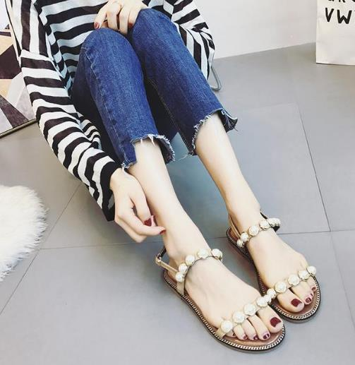 韩版水钻凉鞋搭配 这个夏天让你美个够(图)