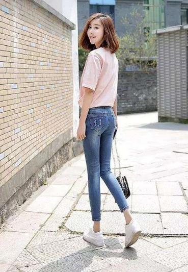 紧身裤穿着清爽如邻家女孩儿:气质满满(图)