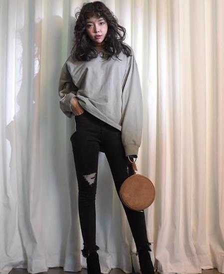韩国女生都在穿的牛仔裤 照着穿也能变大长腿