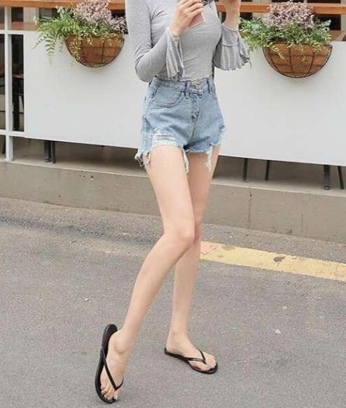 牛仔短裤让你大胆的秀长腿,街拍就是美(图)