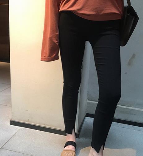高腰小脚铅笔裤搭配蕾丝衫:显瘦又性感