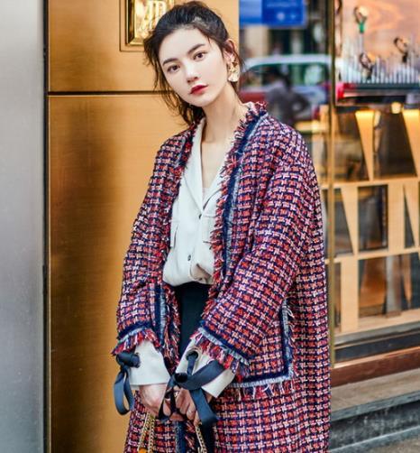 羊剪绒皮草大衣搭配衬衫:彰显时尚轻熟风