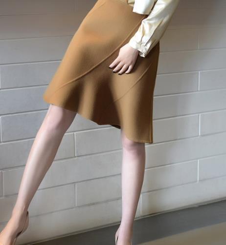 帅气又不失优雅的半身裙搭配分享(图)