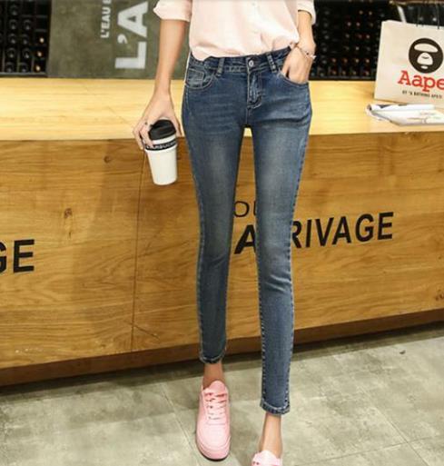 时尚达人最爱显瘦显腿长的牛仔裤搭配示范(图)