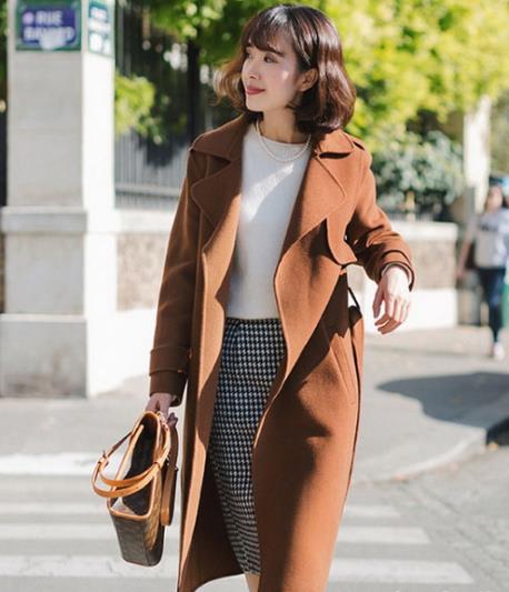 过年这一件时尚外套就可以凸显身材显气质