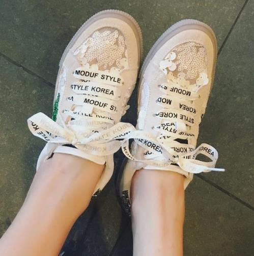 春季必备很时髦的蕾丝休闲鞋搭配示范(图)