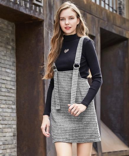 撞色格纹针织套装搭配高跟鞋:时尚又性感(图)