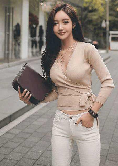 紧身裤美女S曲线好身材女人傲人身姿优美挺拔