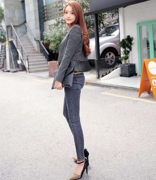 清新性感牛仔裤穿出妹子的多姿魅力:紧身裤凹凸身材