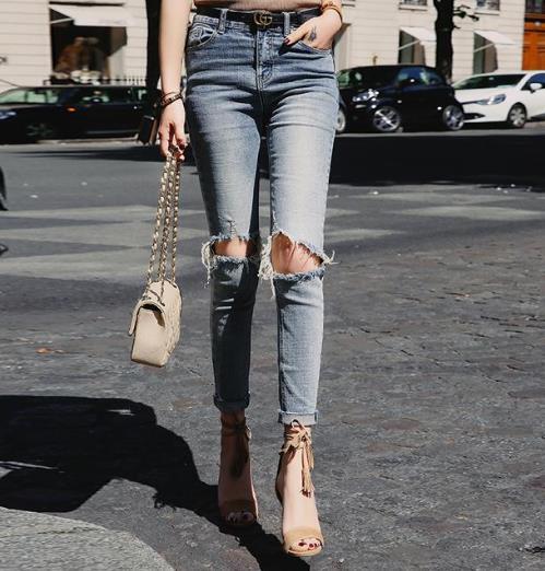 春季正流行的浅色系牛仔裤:时髦显瘦又百搭