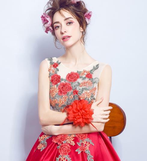 年会礼服怎么选 6款优雅性感礼服搭配示范(图)