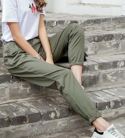时尚百搭休闲裤可以轻松应对各种场合