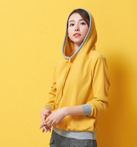 如何拯救换季尴尬 减龄又时髦的卫衣搭配示范
