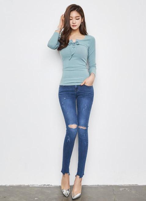 年轻妹子穿搭紧身裤:提臀显高挑(图)
