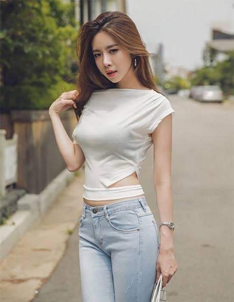 妹子穿搭配紧身牛仔裤:穿紧身裤女人味十足(图)