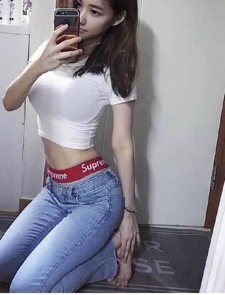 紧身裤尽显时尚撩人的风情:微胖女生穿紧身裤太美了